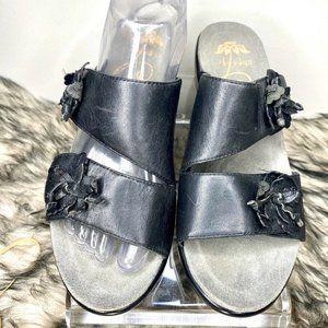 Dansko Donna Black Leather Flower Sandals 8.5